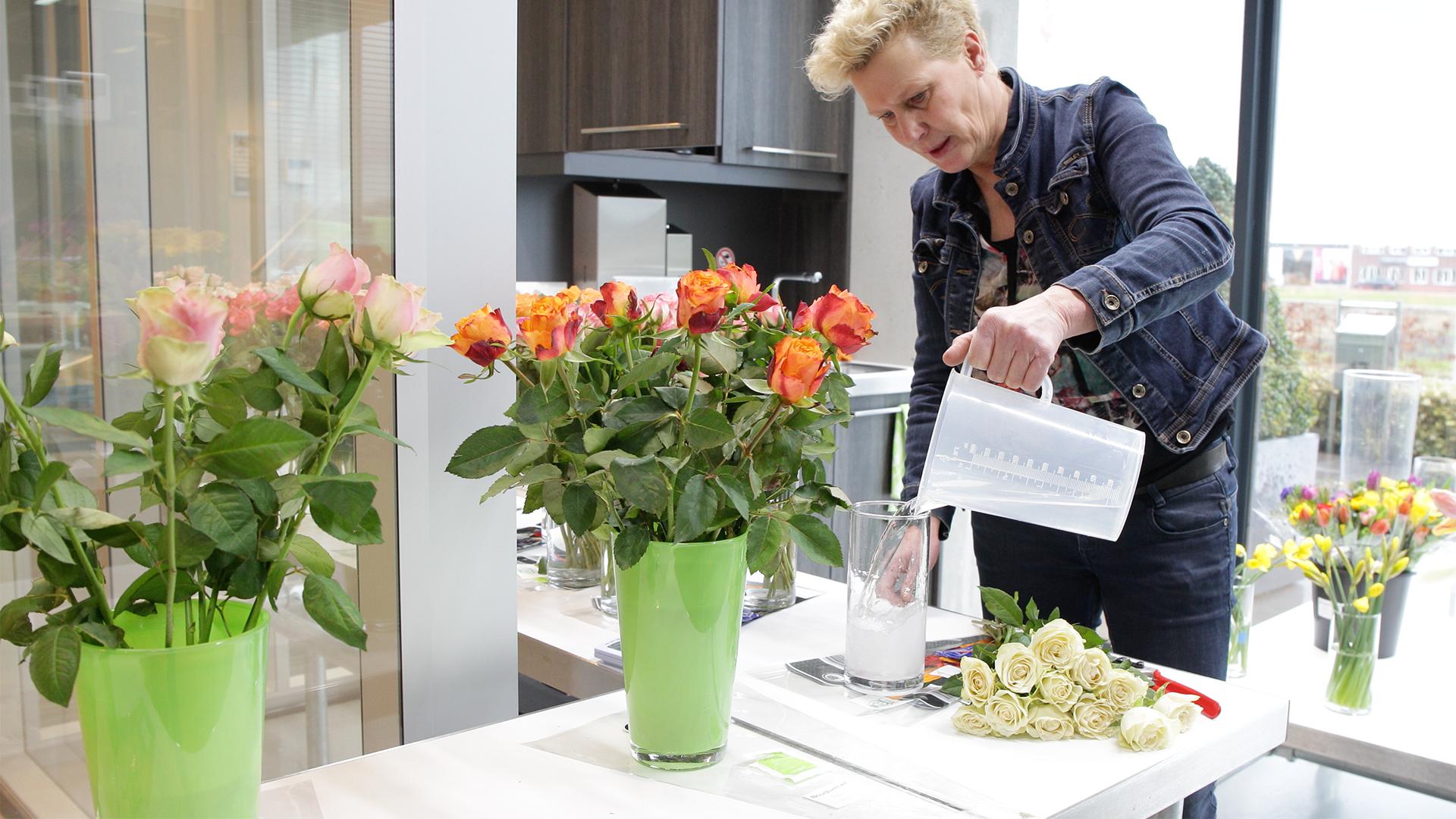 Bloominess doneert bloemen aan Voedselbank